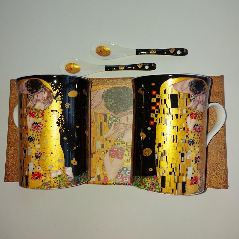 2125 2 hrnků Klimt KISS černé